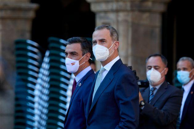 El presidente del Gobierno, Pedro Sánchez, y el rey Felipe