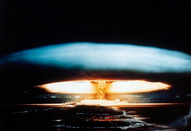 Γαλλική πυρηνική δοκιμή...