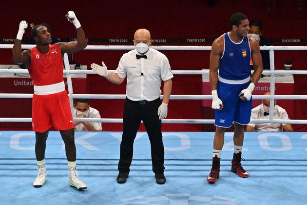 El cubano Julio La Cruz celebra su victoria ante el español Enmanuel