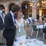 En 12 segundos pasa de todo: Casado se acerca a una señora sin mascarilla y se monta el