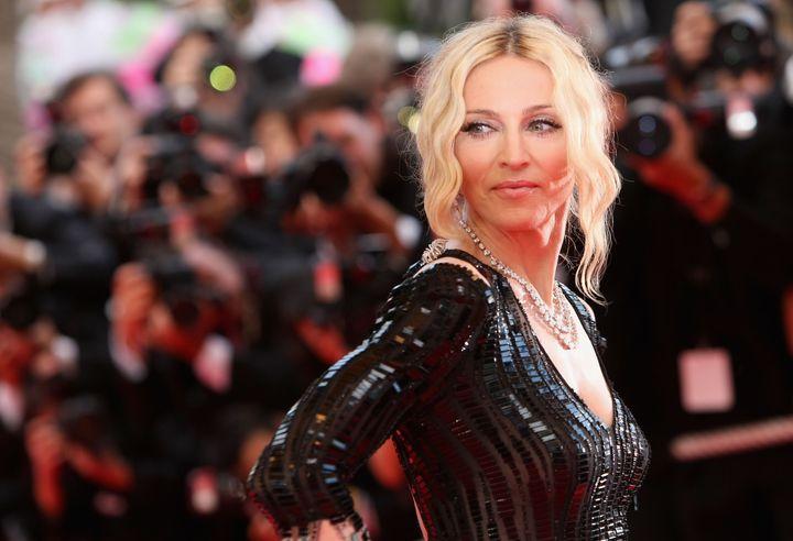 """Madonna llega al """"Yo soy porque nosotros somos"""" estreno durante el 61 ° Festival Internacional de Cine de Cannes el 21 de mayo de 2008."""