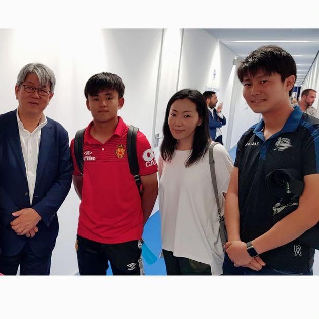 久保選手(左から2番目)と今村匠実さん(一番右)