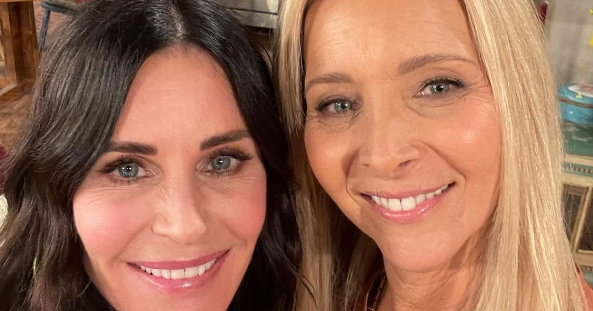 Courteney Cox Has An Important Question For Lisa Kudrow On Her Birthday