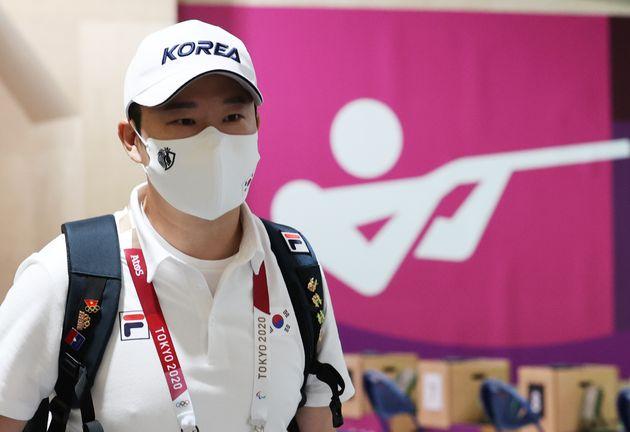 올림픽 금메달리스트 자바드 포루기를 '테러리스트'라고 비난한