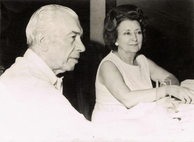 ll gangster Joe Adonis con la moglie Gina nel 1971 in soggiorno obbligato a Serra de' Conti,