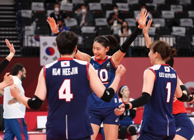 On the 31st, in the '2020 Tokyo Olympics' women's volleyball group A match between Korea and Japan, held at Ariake Arena in Tokyo, Japan on the 31st, Kim Yeon-kyung rejoiced after successfully attacking.