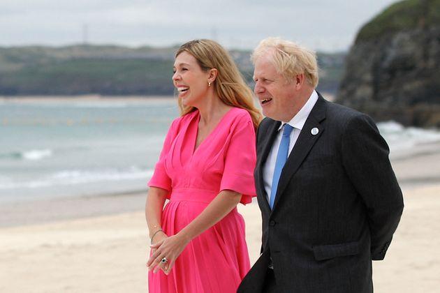 Le Premier ministre britannique Boris Johnson et son épouse Carrie Symonds le 11 juin 2021 au sommet...