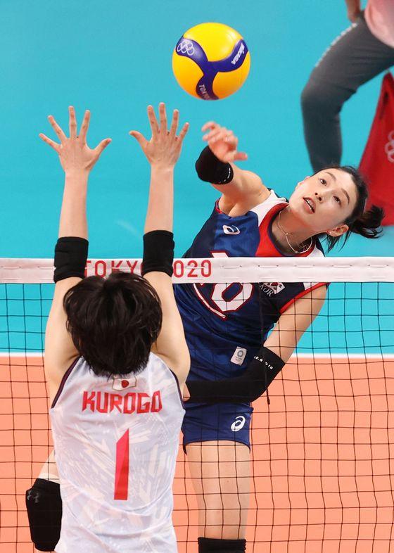김연경은 31일 저녁 일본 도쿄 아리아케 아레나에서 열린 '2020 도쿄올림픽' 여자 배구 A조 조별리그 4차전에서 득점 30점을