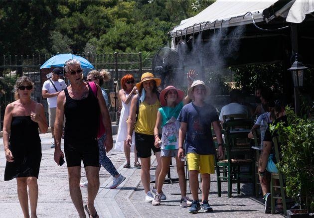 Καύσωνας με ανηφόρα - Στους 44 βαθμούς Κελσίου σήμερα ο υδράργυρος και κορύφωση τη