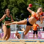 Les beach handballeuses françaises ne veulent plus être obligées de jouer en
