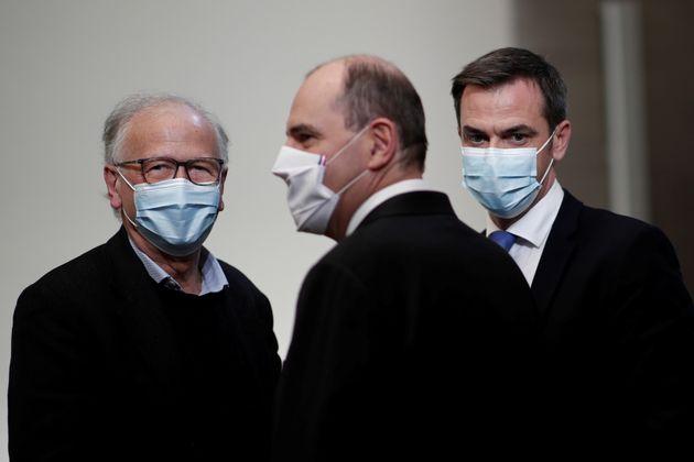 Pour Alain Fischer, à gauche, la France peut obtenir l'immunité collective d'ici à...