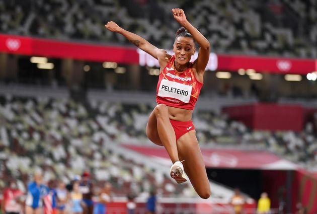 Ana Peleteiro, durante un salto en los Juegos