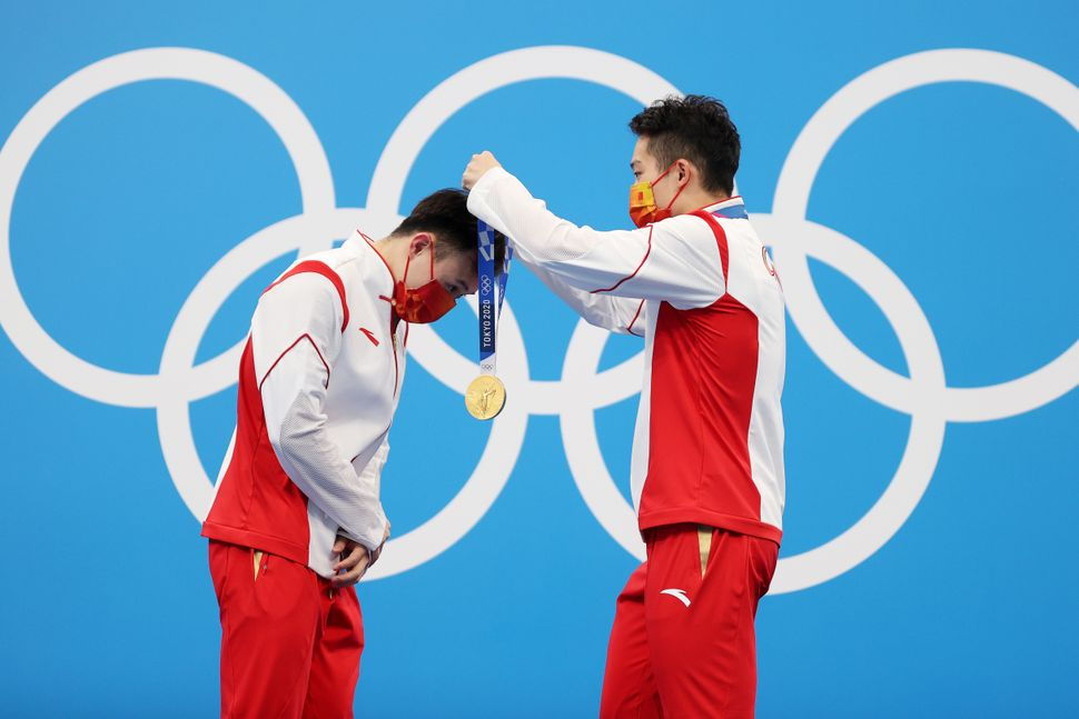 Gold medalists Zongyuan Wang and Siyi Xie of Team China during the medal ceremony for the men's synchronized 3 meter springbo