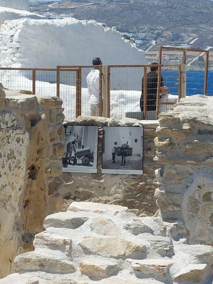 Από την έκθεση «Η Μύκονος που μάγεψε τον κόσμο» στο μεσαιωνικό Κάστρο του νησιού