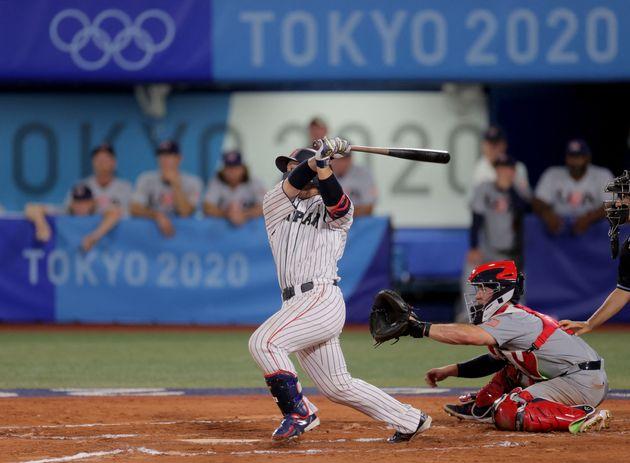 延長10回にヒットを放ち、勝利を決めた甲斐拓也選手(2021年8月2日)