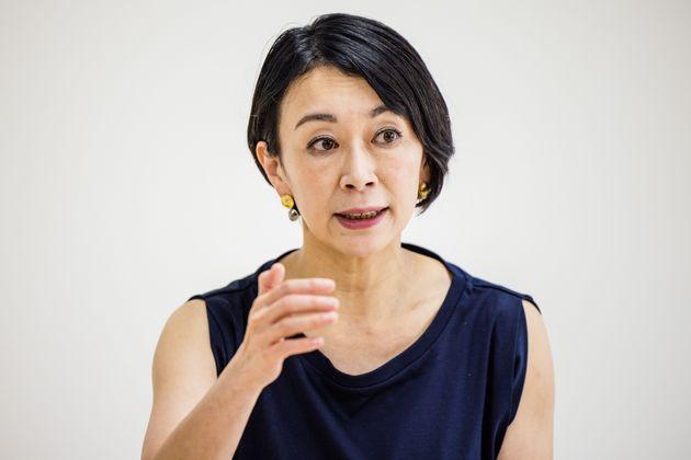 インタビューに答える国民民主党の山尾志桜里氏