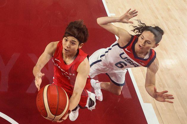 女子バスケ日本対アメリカ戦。シュートに行く町田瑠唯選手