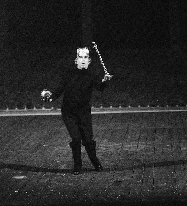 Cent'anni fa nasceva Giorgio Strehler. Oggi il teatro di parola rischia