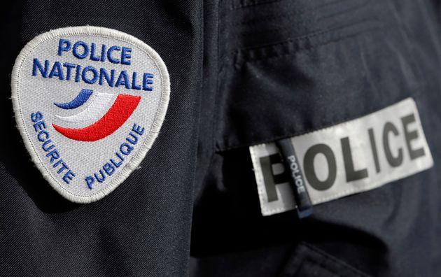 Un officier de police à Bordeaux, le 8 février