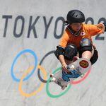 スケートボード女子・岡本碧優選手を海外選手がたたえる写真に反響。「彼女こそがグッドルーザー」【東京オリンピック】
