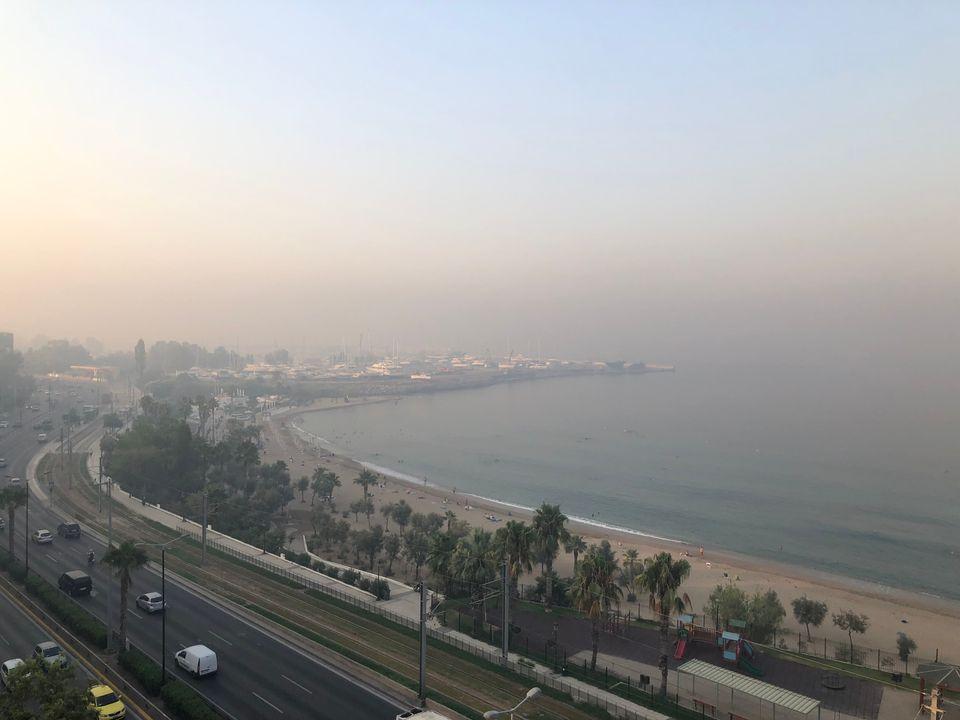 Πυκνός καπνός σκεπάζει την θάλασσα στο Π.
