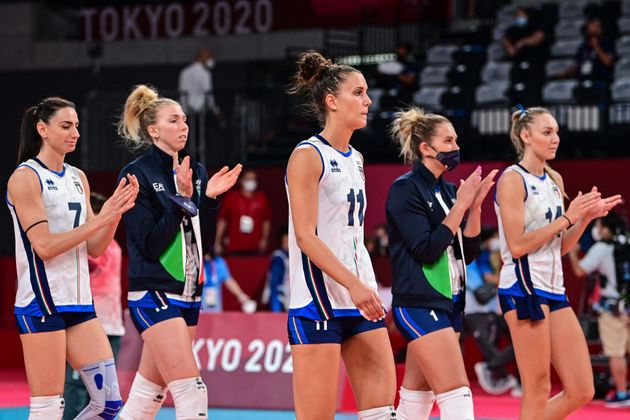 Italy's players applaud after defeat in the women's quarter-final volleyball match between Serbia and...