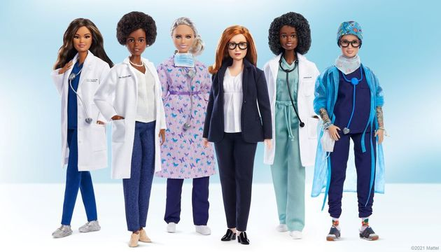 H Σάρα Γκίλμπερτ, τρίτη από δεξιά, είναι μια από τις έξι γυναίκες από τον χώρο της ιατροφαρμακευτικής...