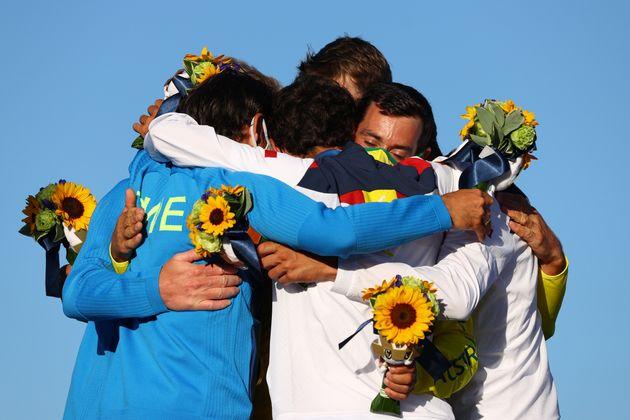 Jordi Xammar and Nicolas Rodriguez Garcia-Paz comparten su alegría con los medallistas de oro...