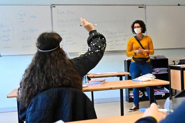 Les Français hostiles aux différenciations entre élèves vaccinés et...