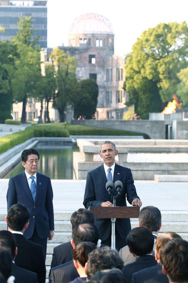 平和記念公園で演説する米国のバラク・オバマ大統領(当時)