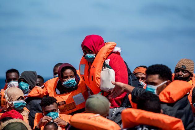 Migrazioni in Italia, i soliti vecchi strumenti della politica non servono