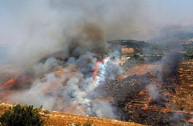 De la fumée se dégage après des tirs de roquettes depuis Israël vers le sud du Liban, le 4 août