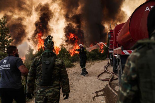 Αναζωπύρωση της πυρκαγιάς στην βαρυμπόμπη, Πέμπτη 5 Αυγούστου 2021. (EUROKINISSI/ΤΑΤΙΑΝΑ