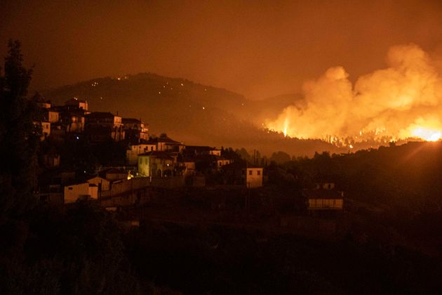 Ασύλληπτες διαστάσεις της φωτιάς στη βόρεια Εύβοια, καίει από τον Ευβοϊκό ως το