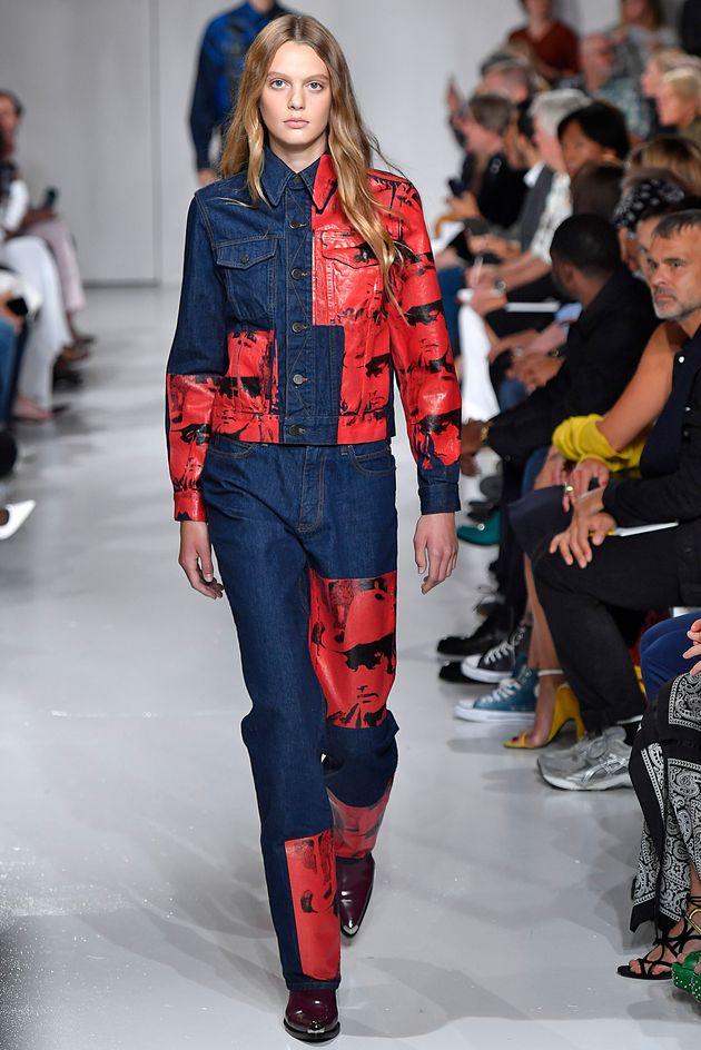 Ariel Nicholson sur le podium de Calvin Klein, en