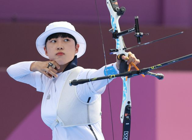 올림픽 3관왕 안산 선수 공격은 오래 전부터 일상화된 '페미니즘' 사상검증이 공적 영역으로 확대된 것에 불과하다. 이를테면, 성별 임금격차를 논쟁하다가도 대뜸 '페미냐'고...