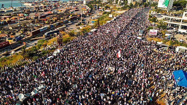 Le 4 août 2021, des manifestants sont rassemblés devant le port de Beyrouth, à l'occasion...