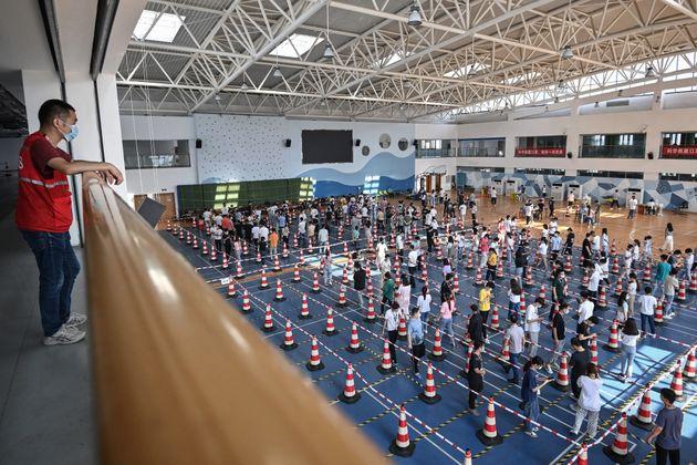 Wuhan a dépisté toute sa population de plus de 6 ans en 5 jours (Photo prise à Wuhan...