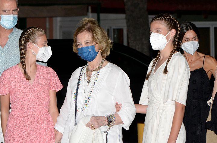 La reina Sofía con sus nietas.