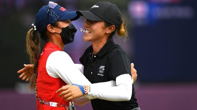 お互いを労うゴルフの稲見萌寧とリディア・コ