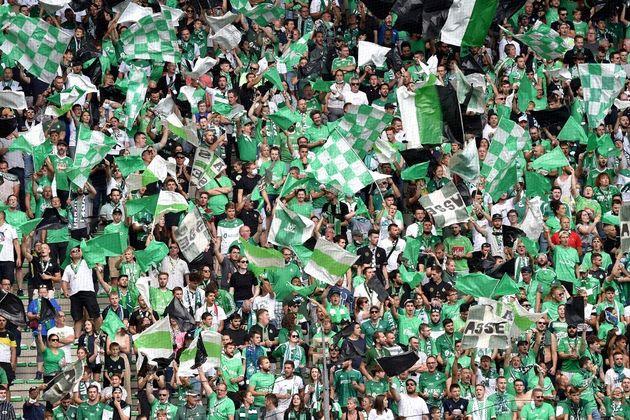 Des supporters de Saint-Etienne au stade Geoffroy Guichard, le 8 août