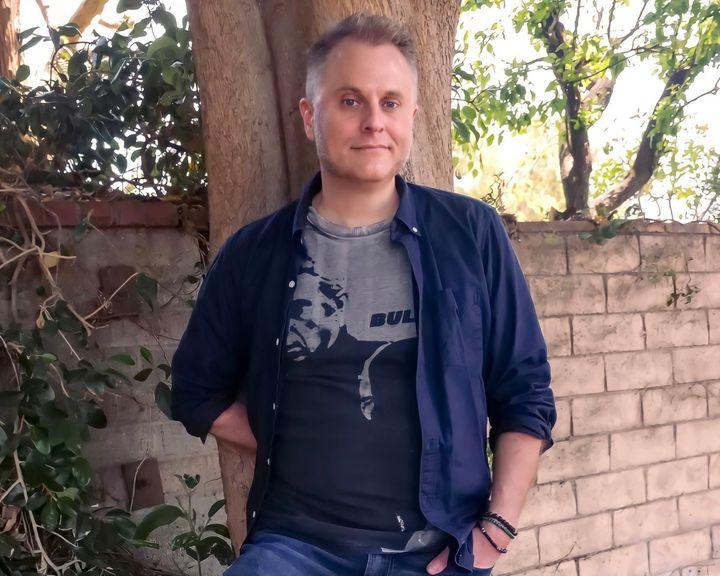 El escritor, guionista, músico y director Daniel Corey.