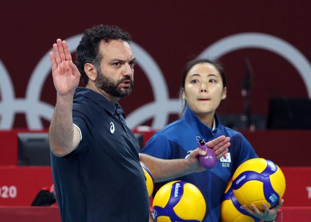 7월 21일 오후 일본 도쿄 아리아케 아레나에서 2020 도쿄올림픽 배구 예선 경기를 앞두고 열린 훈련. 라바리니 감독과