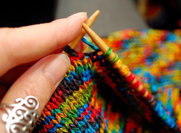 Es muy sentimental, y le agradan los obsequios que tengan un significado personal, como un <em>sweater</em> tejido por tus ma