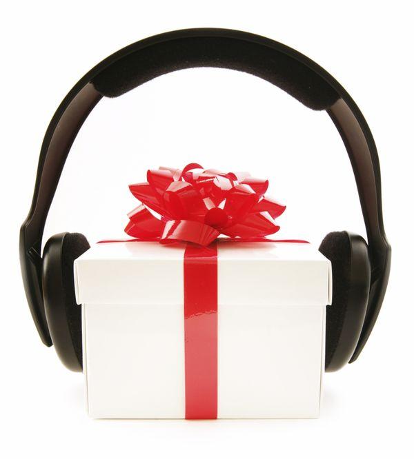 Libra tiene una afinidad especial hacia la música o el arte y cualquier regalo relacionado con ello será muy bien recibido. T