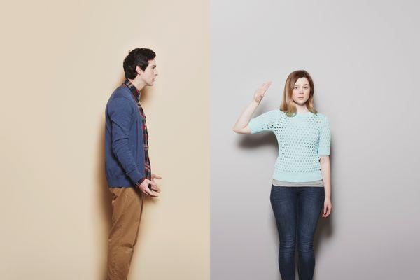 La gente se incomoda cuando sus parejas actúan distantes y frías. El hombre se siente abandonado cuando lo tratan así.