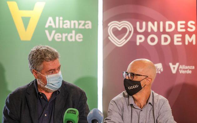 El coordinador de Alianza Verde, Juan López de Uralde (izq) junto al secretario de programa, Julià Alvaro,...