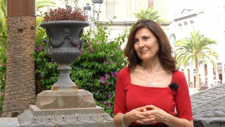 Mayte Uceda, autora de 'El guardián de la marea', en la plaza de Santa Ana de Las Palmas.