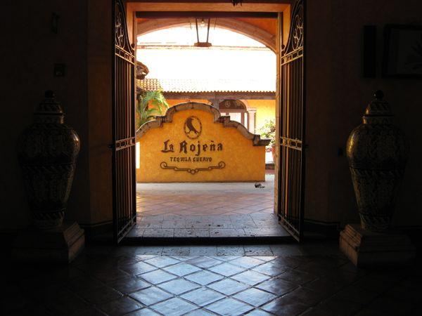 """En 1758, el rey Fernando VI le otorgó a <a href=""""http://es.tequilas.net/articulo/la-historia-de-jose-cuervo-y-el-tequila"""" tar"""