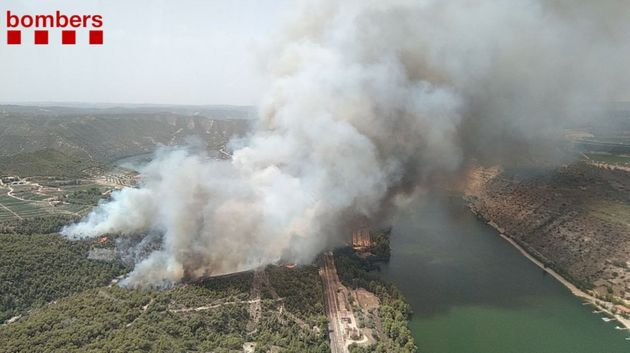 Imagen aérea del incendio de Tarragona junto al